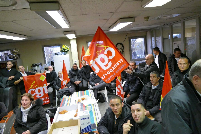 Une réunion des salariés a eu lieu dans le local syndical hier matin.