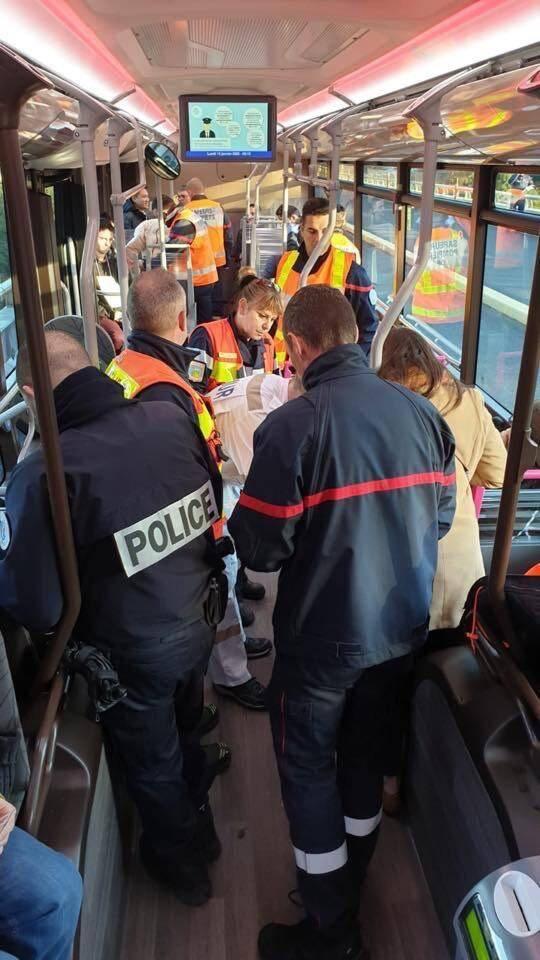 Plus d'une vingtaine de personnes ont été évacuées vers l'hôpital.