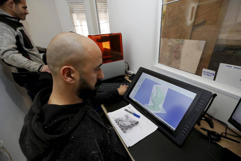 Tout commence par une maquette et un fichier en 3D mis en scène sur un écran d'ordinateur.
