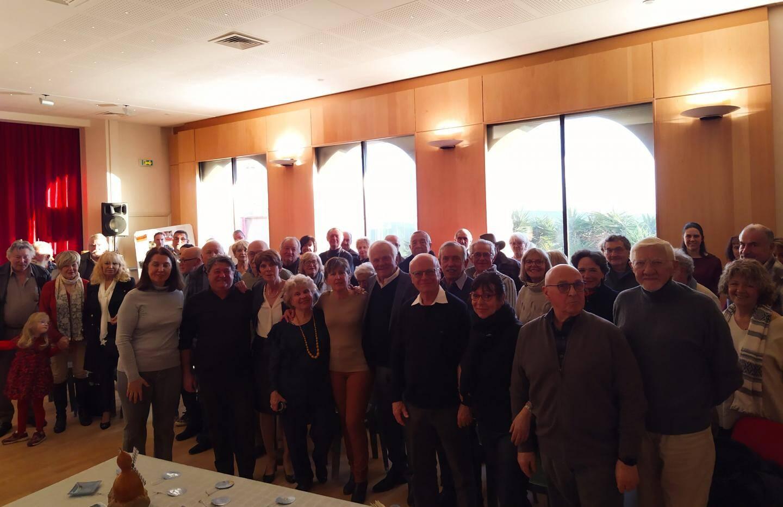 Au centre, le maire, Maurice Lavagna, avec à sa droite le bureau de l'Association les ailes de Berre et à sa gauche les membres de la fondation du patrimoine Jean-Louis Marques, Michèle Cianéa et Marcel Bonfasi.