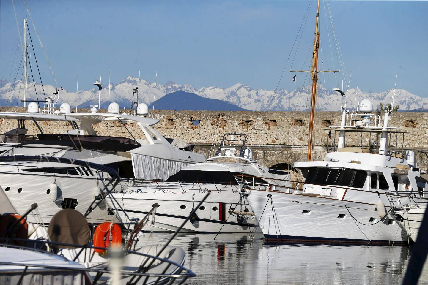Le port Vauban à Antibes.