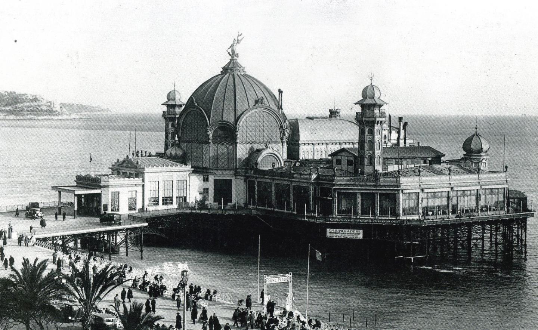 Le casino de la Jetée-Promenade, construit dans le style des stations balnéaires anglaises.