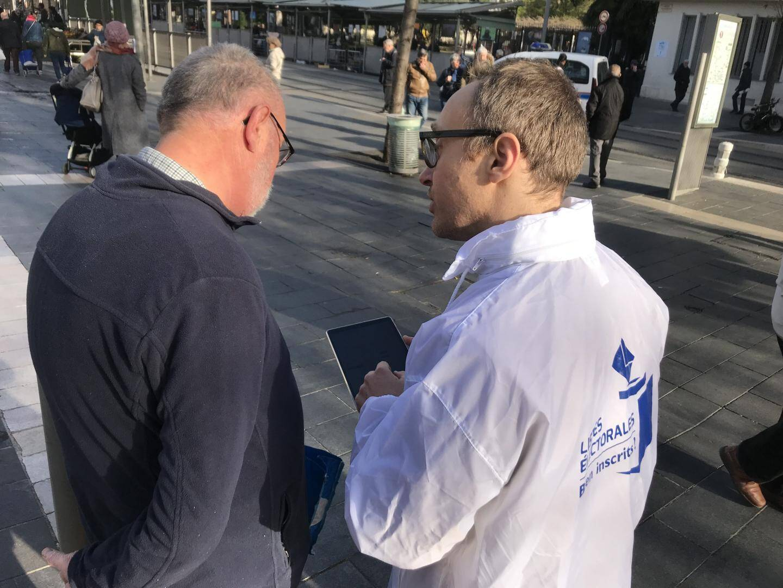 Jullian Arbey, chef du service des élections de la préfecture des Alpes-Maritimes, était ce jeudi au marché de la Libération à Nice.