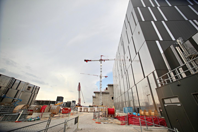 Les travaux et services directement liés au chantier Iter ont généré plus de 6,4 milliards d'euros de contrats, dont plus de la moitié a été attribuée à des entreprises françaises. Sur cette somme, 2,7 milliards d'euros sont allés à des entreprises de la région.