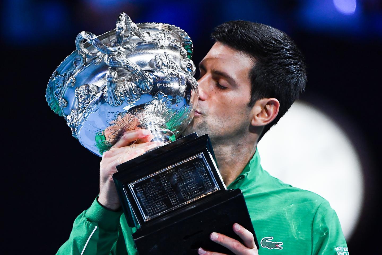 Novak Djokovic remporte l'Open d'Australie.