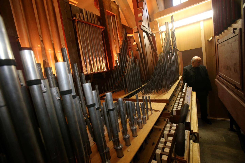 Dans les entrailles du grand orgue du Sacré-Cœur.
