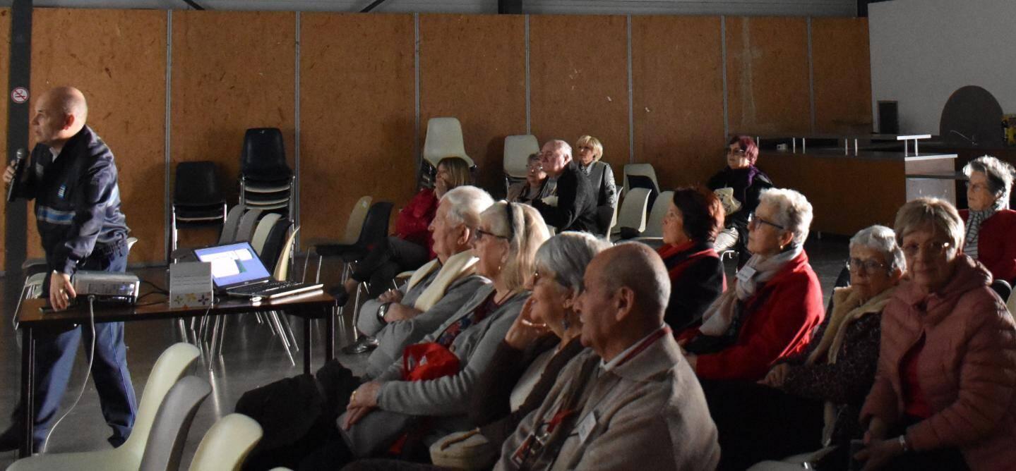 Conférence, salle Saint-Marceaux.