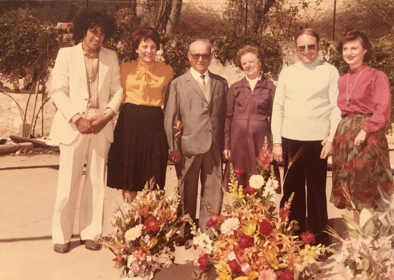 Olga et Victor (au centre) se sont rencontrés en 1931 et mariés en 1932. Sur ce cliché, tous deux fêtaient leurs 50 ans de mariage, en 1981.