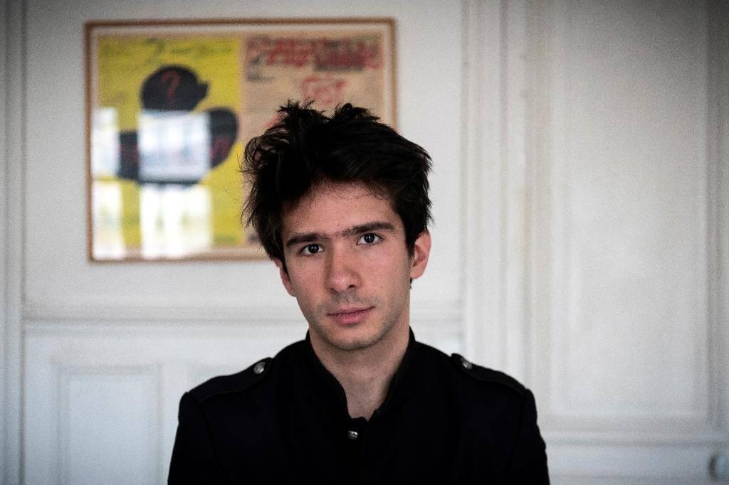 Juan Branco, l'avocat de l'artiste russe Piotr Pavlensky, lors d'une interview avec l'AFP, le 14 février 2020 à Paris
