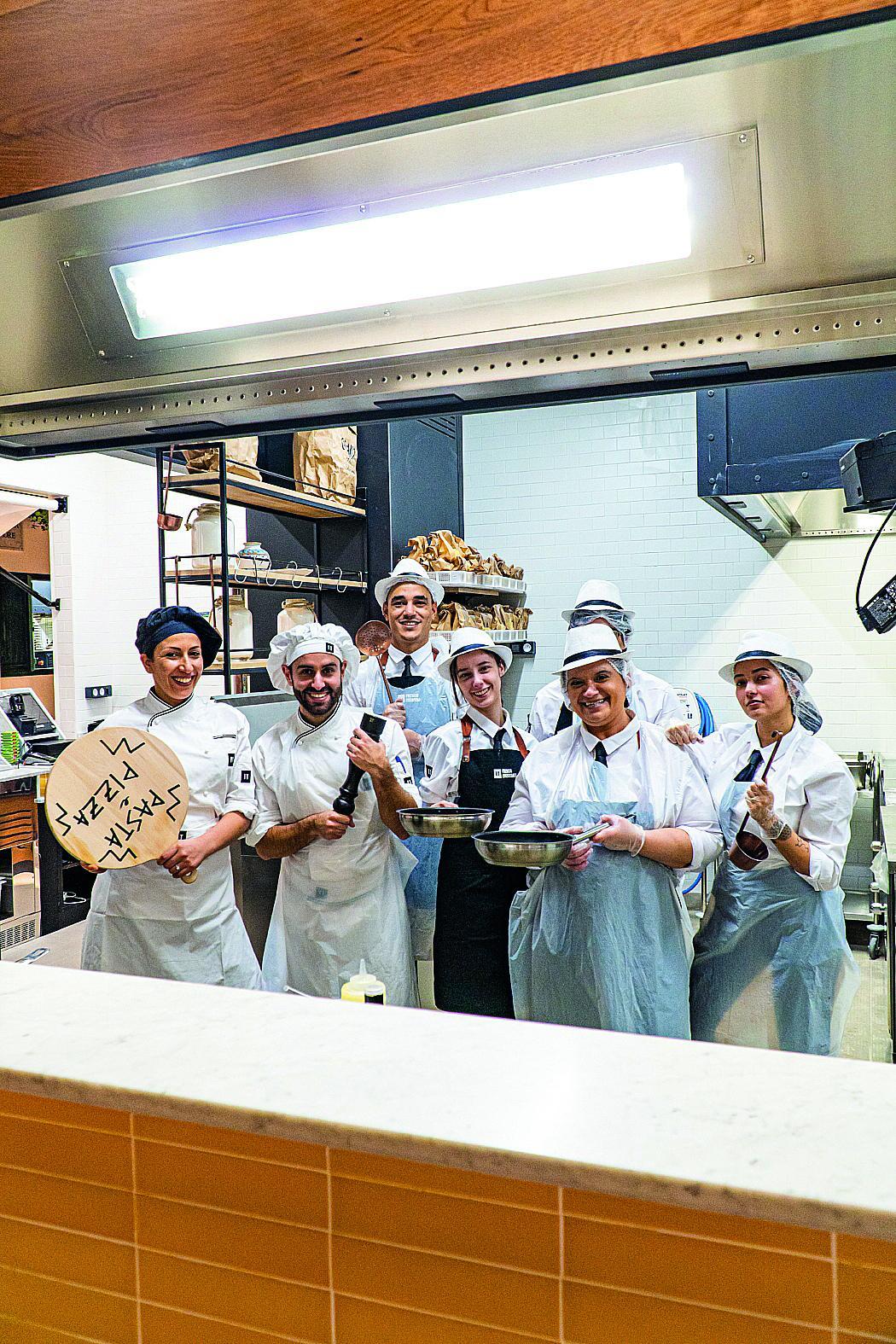 L'extension de Cap 3000 a offert un bel écrin à IT pour son nouveau format : un village à la calabraise où pizzas et pâtes fraîches sont cuites à la minute, la charcuterie découpée à la demande, les desserts fabriqués sur place, comme la mozzarella.