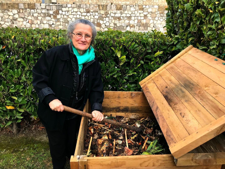 Laurence Thiébaut accompagne les copropriétaires qui ont choisi de composter leurs bio-déchets.