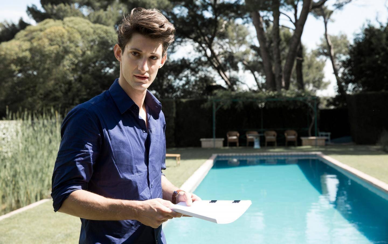 En 2015, Pierre Niney acampé Un Homme idéal au bord de la piscine de la villa Rocabella.