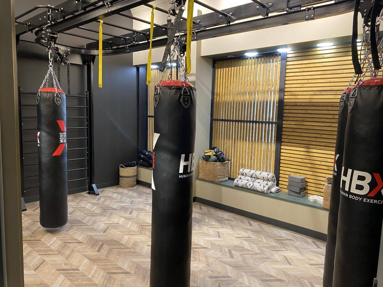 Une salle pour booster son énergie, une autre pour travailler son flow, un tout pour bien bouger, bien manger, bien être, bien vivre.