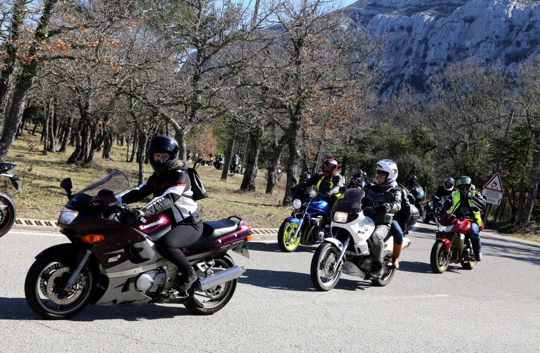 Les motards se sont élancés de La Roquebrussanne à 11 heures pour rouler jusqu'à Plan-d'Aups.