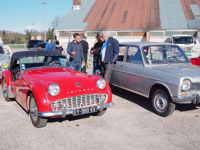 Les plus belles carrosseries de l'Écurie Brignolaise sont présentes à l'extérieur.