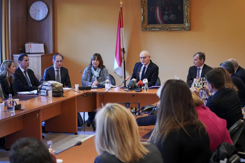 Autour du Ministre d'état hier matin, le gouvernement a détaillé ses actions pour faire face à la crise.