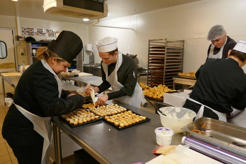 L'entreprise possède son propre laboratoire de production de cuisine et pâtisserie à Ollioules.