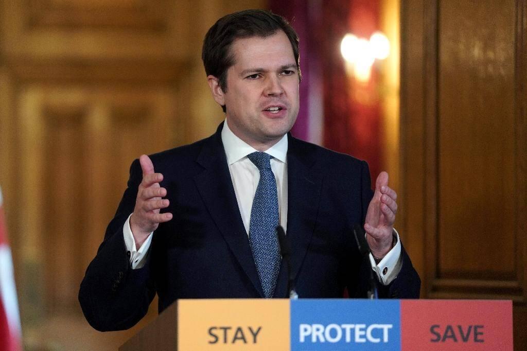 Robert Jenrick, ministre chargé du Logement et des Communautés lors d'une conférence de presse, le 29 mars 2020 au 10 Downing Street, à Londres