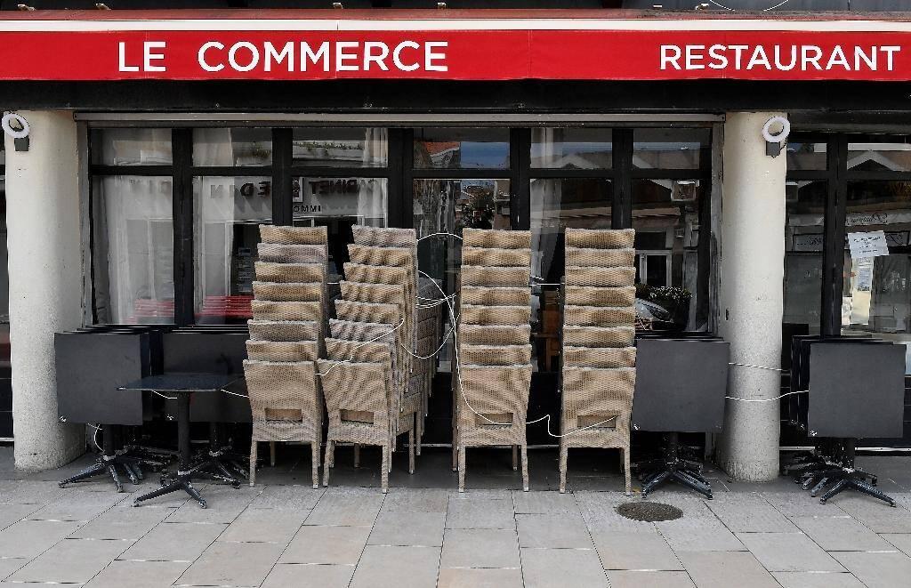 Un restaurant fermé à Arcachon, le 13 avril 2020, comme tous les restaurants et les cafés de France, pour cause de confinement