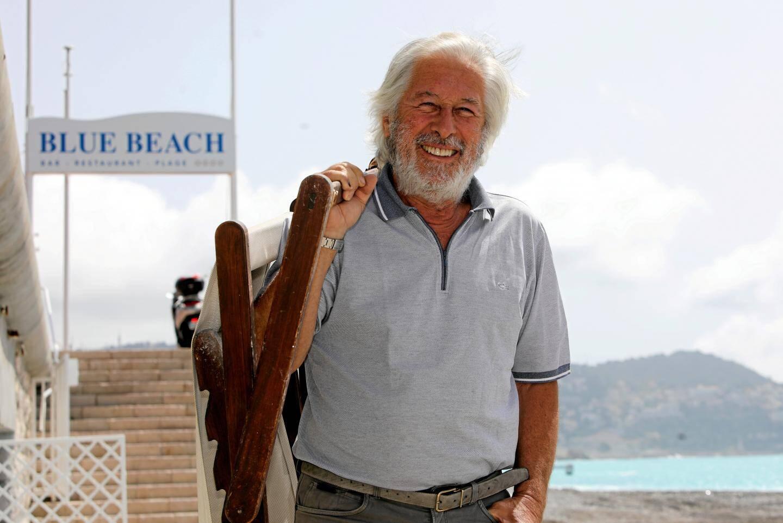 Sur les plages de Nice, les professionnels sont en ordre de marche pour essayer de sortir la tête de l'eau après deux mois de confinement lourds de conséquences.