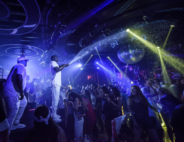 La discothèque attire chaque été des centaines de noctambules tous les soirs.