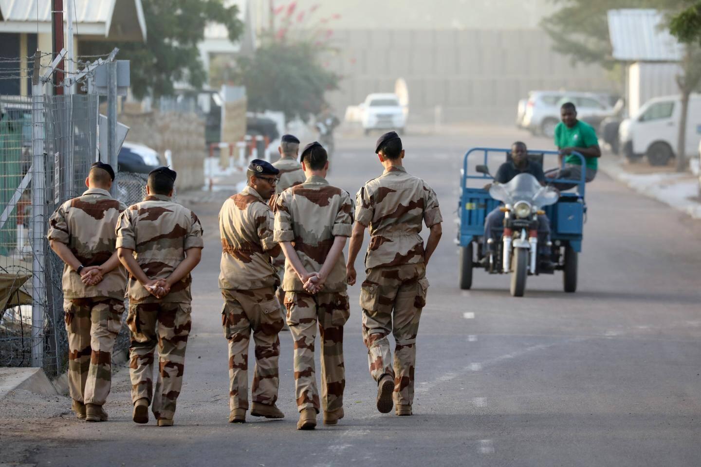 Des militaires français dans la base de l'armée de l'Air, à N'Djamena, la capitale du Tchad.