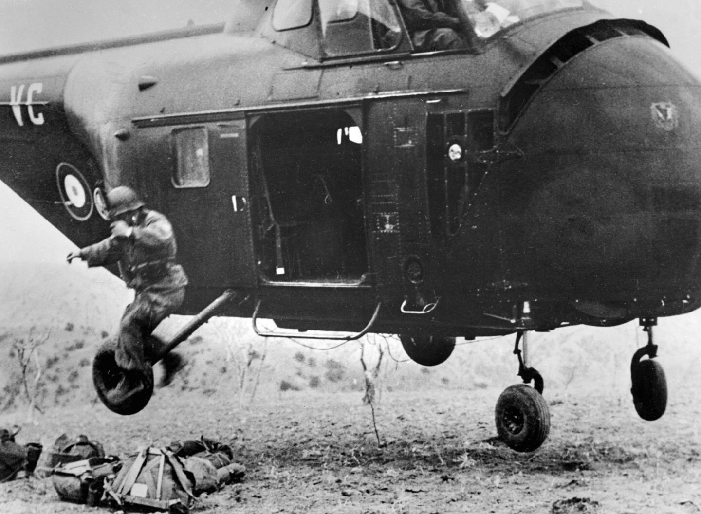 Une importante opération héliportée de l'armée française effectuée dans le Nord Constantinois a permis aux parachutistes de décimer un groupe de combattants indépendantistes.