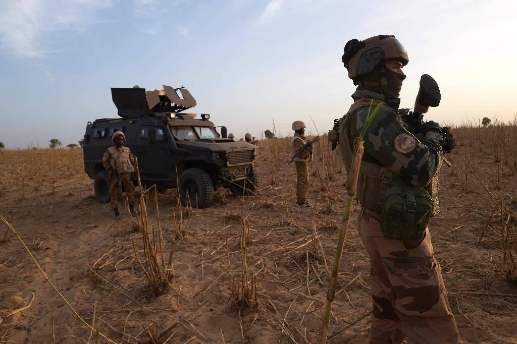 Un soldat français de l'opération Barkhane en patrouille dans le nord du Burkina Faso le 9 novembre 2019