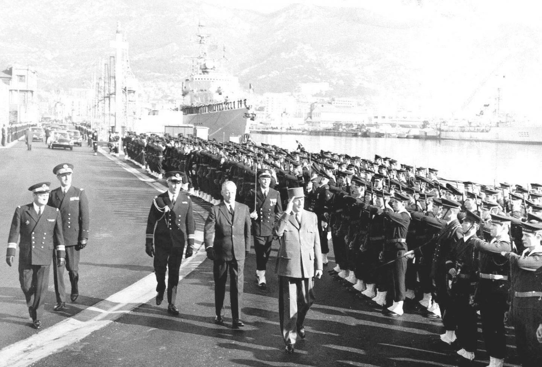 Aux obsèques des marins de a Minerve, en 1968 à Toulon.