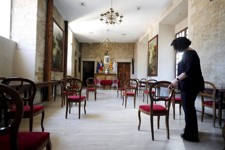 La salle des mariages grassoise se met en configuration sanitaire pour accueillir, dès samedi, la première cérémonie post-confinement.