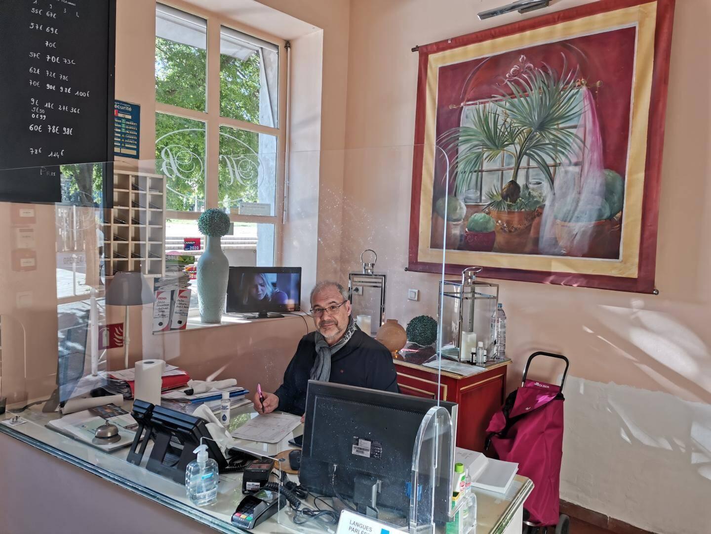 Serge, gérant de l'hôtel Bonaparte, ne regrette pas son achat.