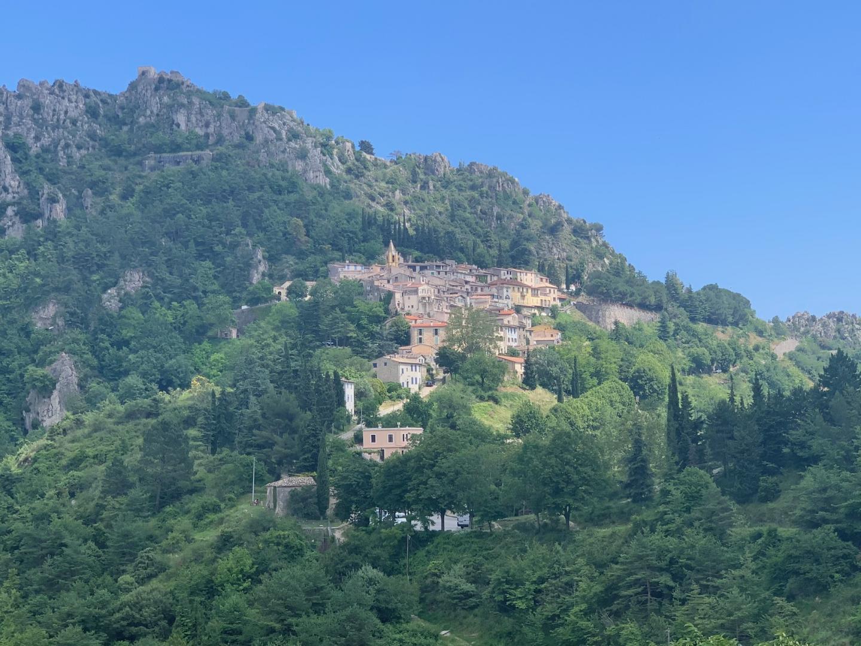Le retour offre une belle vue sur le village de Sainte-Agnès