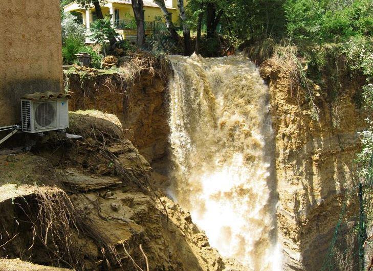 La cascade qui a enseveli le terrain de Raymond et Pépita Pisi à La Motte.