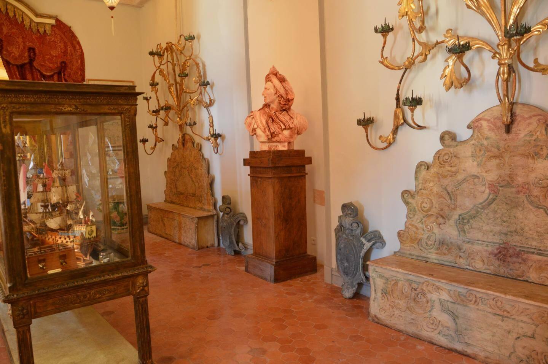 Le château habité n'ouvre pas toutes ses portes à la visite, seules quelques pièces du premier étage, magnifiquement restaurées, accueillent le public.