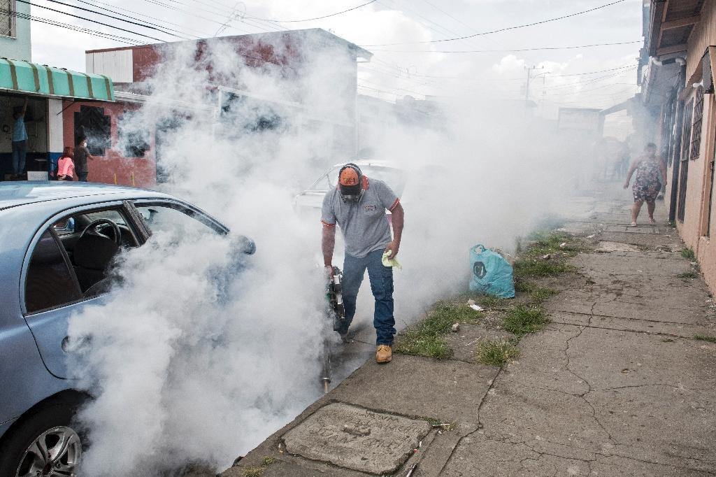 Opération de désinfection dans les rues de San José du Costa Rica, le 2 juillet 2020