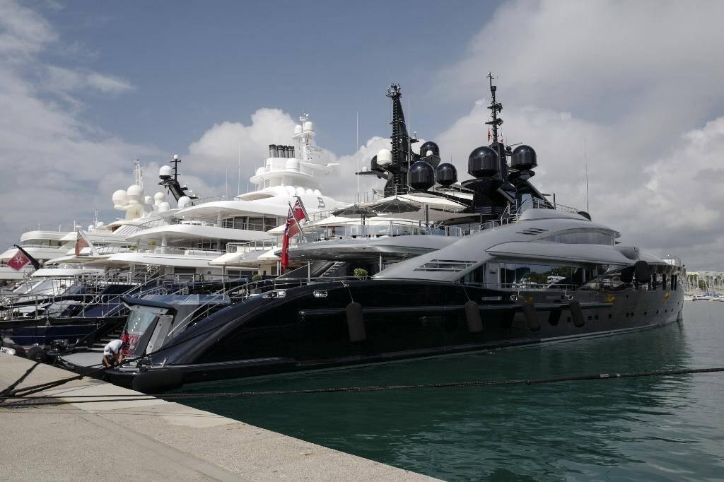 """Des yachts au """"quai des milliardaires"""" à Antibes, le 3 juillet 2020"""