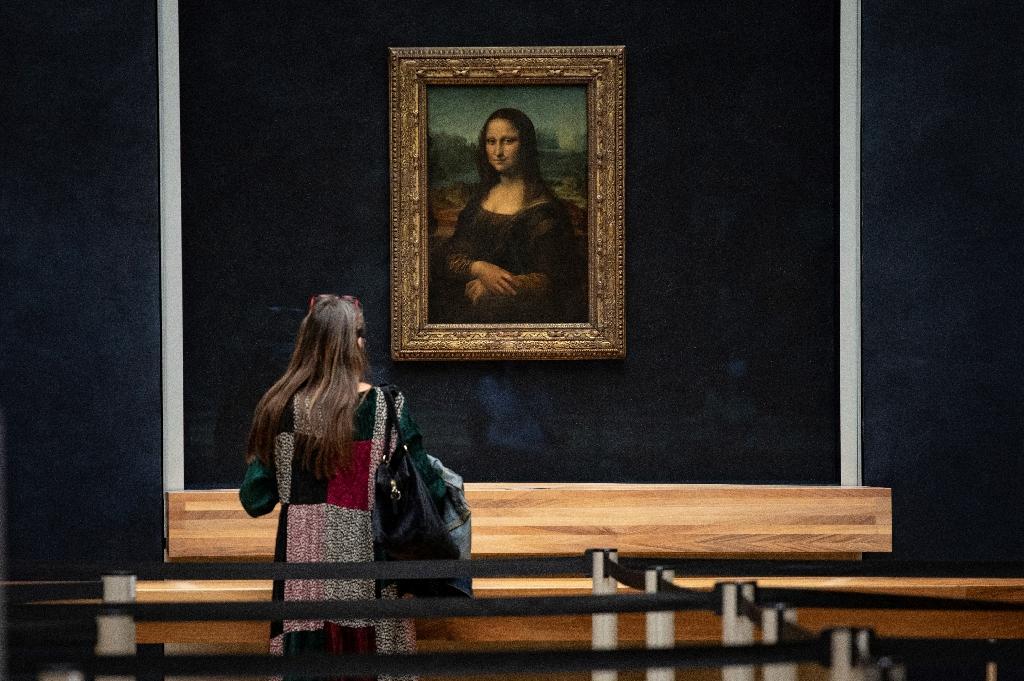 """La salle du musée du Louvre le 23 juin 2020 où est exposée la  """"Mona Lisa"""" de Léonard de Vinci"""