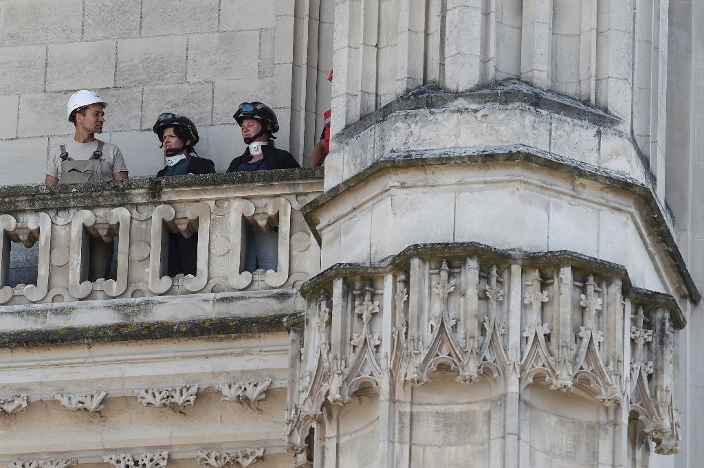Des experts inspectent la cathédrale de Nantes au lendemain d'un incendie le 19 juillet 2020