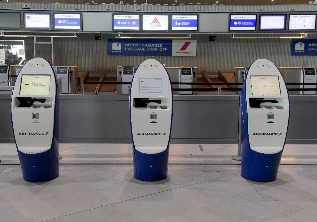 Des bornes d'enregistrement d'Air France à l'aéroport parisien de Roissy Charles-de-Gaulle, le 12 mai 2020