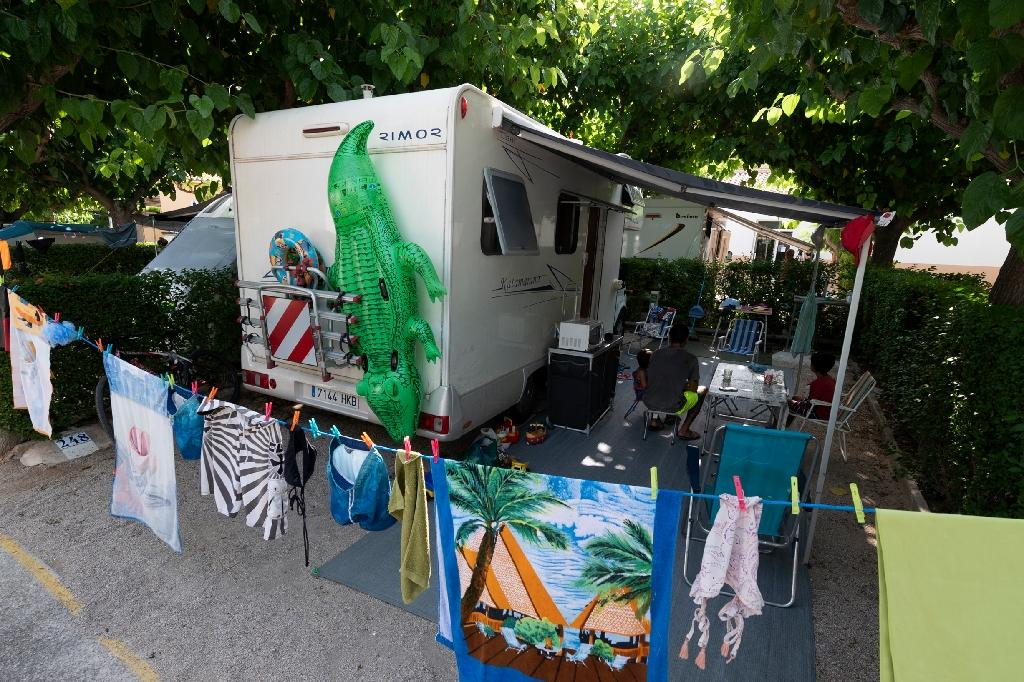 Un camping car dans un camping de Peñiscola, dans l'est de l'Espagne, le 8 juillet 2020
