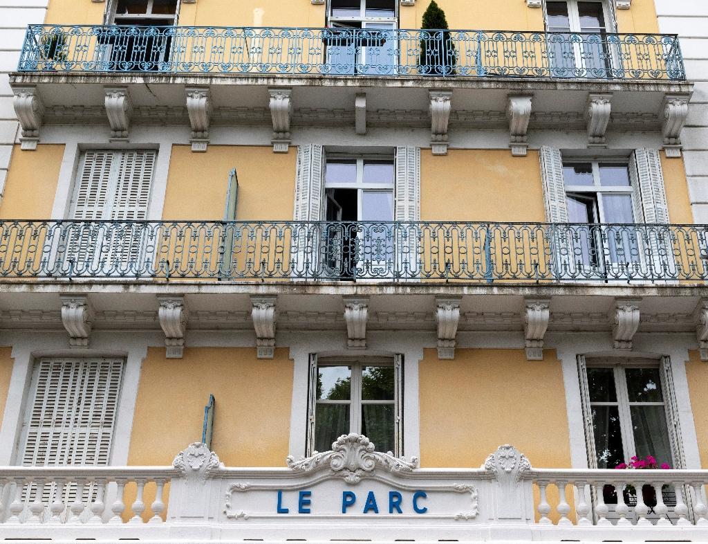 La façade de l'Hôtel du Parc, où Philippe Pétain avait ses bureaux entre 1940 et 1944, le 11 juin 2020 à Vichy