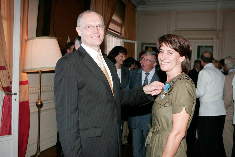Sylvie Biancheri faite chevalier de l'Ordre du Mérite pour son action culturelle. Elle est décorée par Serge Telle en 2007, juste avant qu'il ne quitte son poste d'Ambassadeur de France à Monaco