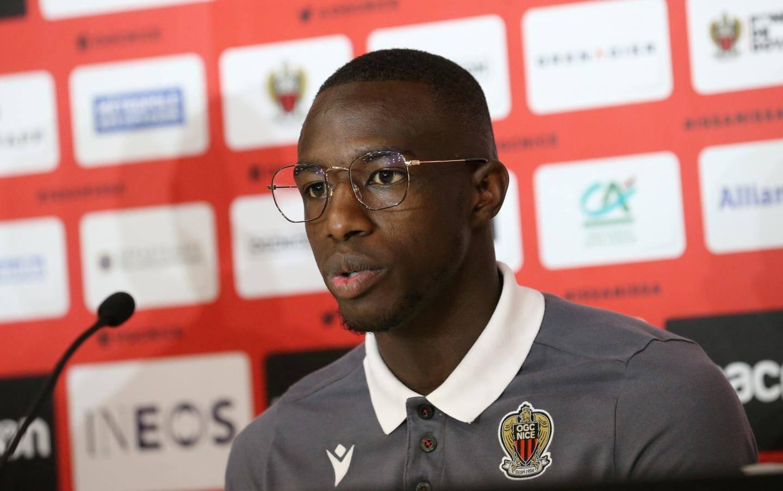 Hassane Kamara vient combler le vide au poste de latéral gauche.