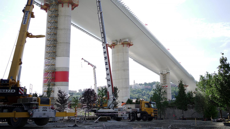 Sous le nouveau pont, 43 arbres ont été plantés en mémoire des 43 victimes de l'effondrement du 14 août 2018.