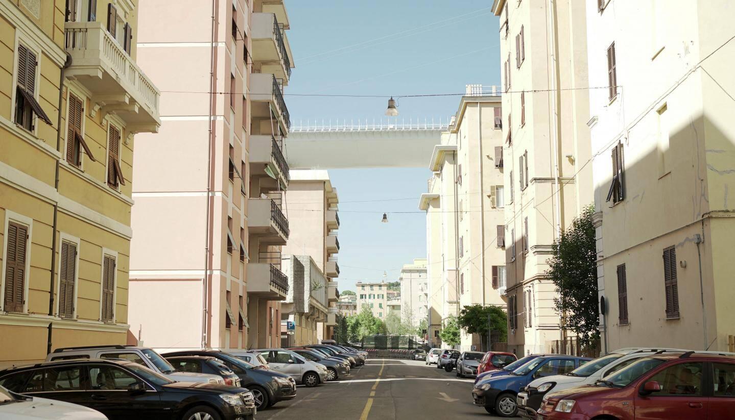 La via Porro' était située sous le viaduc. Le nouveau pont, réalisé par l'architecte Renzo Piano se dessine au loin.