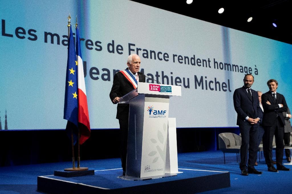 Hommage à l'ancien maire de Signes (Var) lors du congrès de l'Association des maires de France le 21 novembre 2019 à Paris