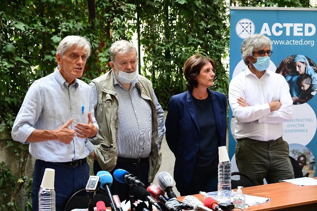 Les responsables de l'ONG Acted dont des membres ont été tués dans une attaque au Niger, lors d'une conférence presse le 10 août à Paris
