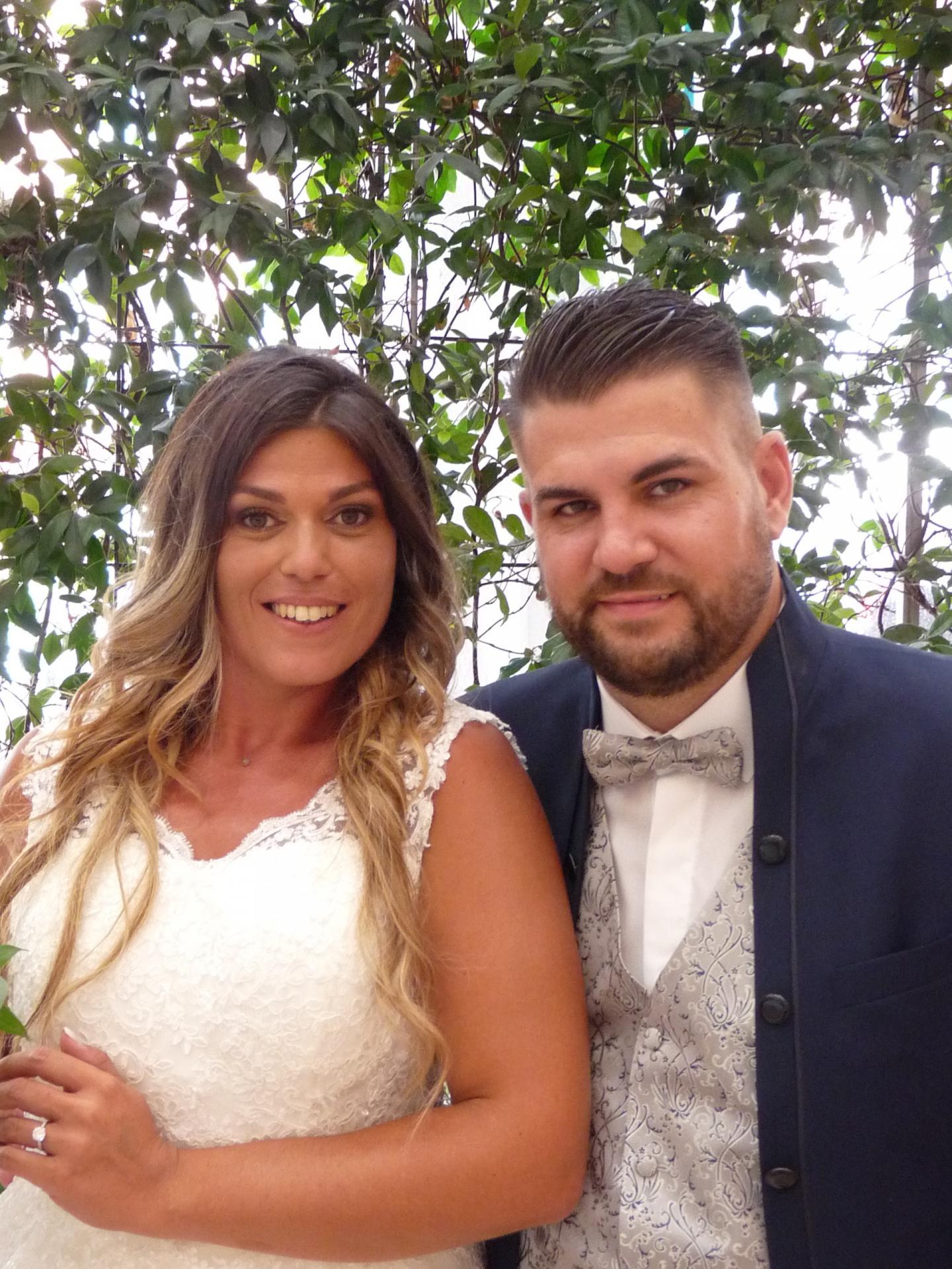 Karine Bauer, vendeuse, et Damien Ranvier, préparateur de commandes.