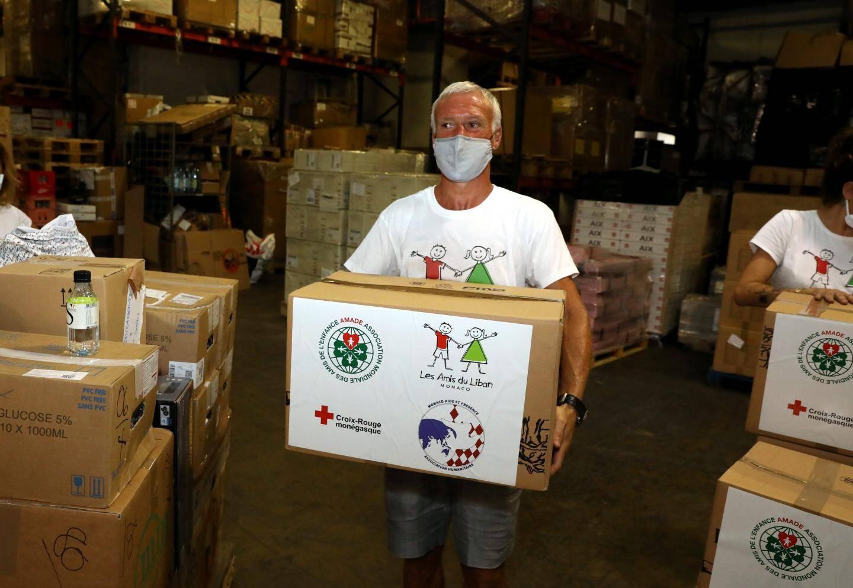 Didier Deschamps a aidé au chargement d'un container de vivres pour venir en aide aux sinistrés du Liban avec l'association Les Amis du Liban dont il est le parrain.