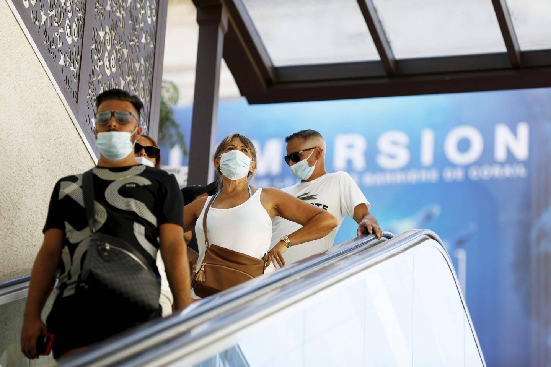 Plus ou moins bien porté, le masque est très présent sur les lieux touristiques.